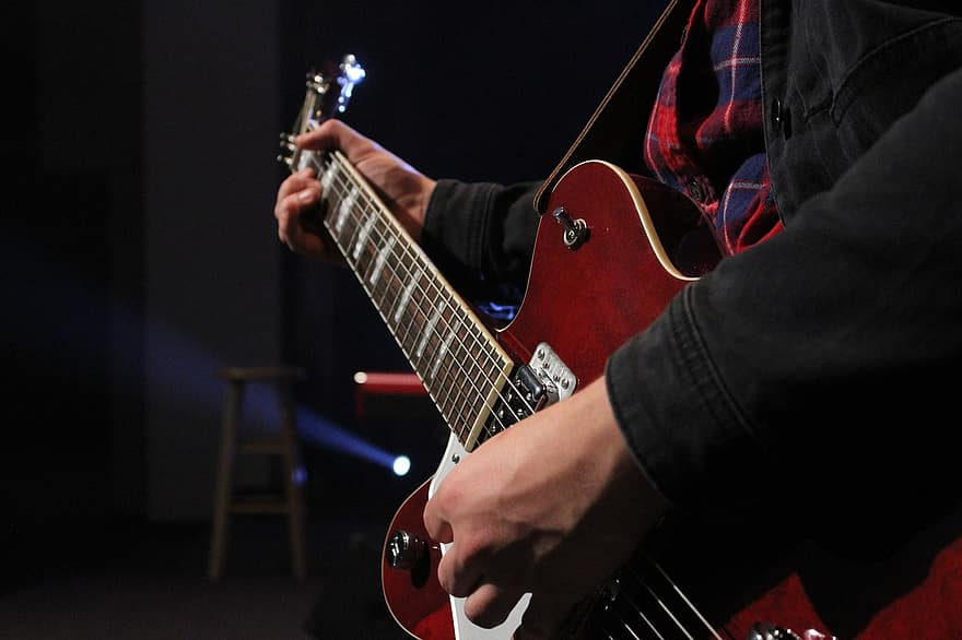 How To Play A Lead On Acoustic Guitar   SixStringTips