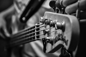 How-to-set-up-bass-guitar